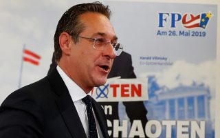Austria's Vice Chancellor and head of Freedom Party Heinz-Christian Strache addresses the media in Vienna, Austria April 23, 2019. Picture taken April 23, 2019.  REUTERS/Leonhard Foeger