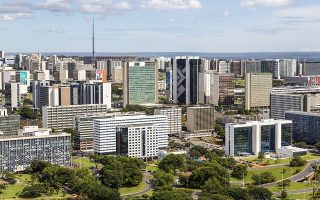 H Μπραζίλια είναι η πρωτεύουσα της Βραζιλίας, διάσημη για τη μοντέρνα και τολμηρή αρχιτεκτονική της και την ταχεία ανάπτυξη του πληθυσμού της.