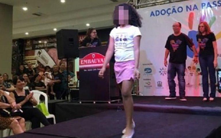 Σάλος από «πασαρέλα» με ορφανά παιδιά που περιμένουν να υιοθετηθούν στην Βραζιλία