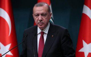 Η δίωξη αφορούσε την αναπαραγωγή μιας γελοιογραφίας που εικόνιζε ένα αρχαιοελληνικό άγαλμα να ουρεί στο κεφάλι του Τούρκου προέδρου.