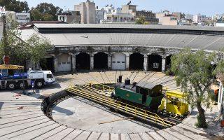 Η αρχική μηχανοκίνητη περιστροφική πλάκα, διαμέτρου 13,60 μέτρων, κατασκευάστηκε μαζί με τη Ροτόντα. Στα τέλη της δεκαετίας του '30, με την παραλαβή μεγαλύτερων ατμαμαξών, διευρύνθηκε στα 20 μέτρα, παίρνοντας τη μορφή στην οποία διατηρείται σήμερα.