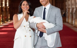 epa07555747 The Duke and Duchess of Sussex with their baby son, who was born on Monday morning, during a photocall in St George's Hall at Windsor Castle in Winsdor, Britain, 08 May 2019.  EPA/Domic Lipinski / PA   EDITORIAL USE ONLY/NO SALES