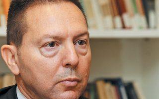 «Τα στοιχεία του Γενικού Λογιστηρίου για το πρώτο τρίμηνο», ανέφερε ο κ. Στουρνάρας, «σχεδόν συμπίπτουν με εκείνα της Τράπεζας της Ελλάδος» και δείχνουν «ότι για το σύνολο του έτους ο προϋπολογισμός δεν θα εμφανίσει πρωτογενές πλεόνασμα υψηλότερο από το 3,5% του ΑΕΠ, που είναι ο στόχος».