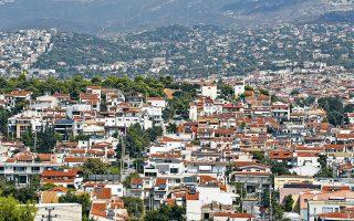Οι Ελληνες αγοραστές ακινήτων έχουν αρχίσει να μετατοπίζονται όλο και περισσότερο σε περιοχές όπως το Ψυχικό και η Κηφισιά και σε άλλες με πιο προσιτές οικονομικά επιλογές, λόγω της μεγάλης ανόδου των τιμών στο κέντρο της Αθήνας.