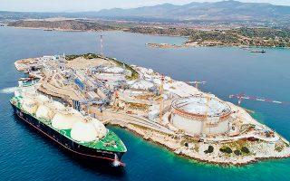 Με τον νέο κανονισμό τιμολόγησης του δικτύου φυσικού αερίου που έβγαλε σε δημόσια διαβούλευση η ΡΑΕ περιορίζονται τα στρατηγικά πλεονεκτήματα του τερματικού σταθμού της Ρεβυθούσας, ενώ ταυτόχρονα οι ελληνικές επιχειρήσεις στερούνται μια φθηνή πηγή ενέργειας.