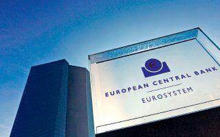 Το χρέος των κρατών-μελών της Ευρωζώνης εξακολουθεί να κινείται σε υψηλά επίπεδα και έχει διπλασιαστεί ο όγκος των εταιρικών ομολόγων που έχουν χαμηλή επενδυτική βαθμολογία, τονίζει η ΕΚΤ στην έκθεσή της.