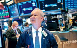 Στη Wall Street και οι τρεις βασικοί δείκτες εμφάνιζαν αργά χθες το βράδυ άνοδο άνω του 1%. Νωρίτερα, το σύνολο των μεγάλων χρηματιστηρίων της Ευρώπης είχε κλείσει με σημαντικά κέρδη.