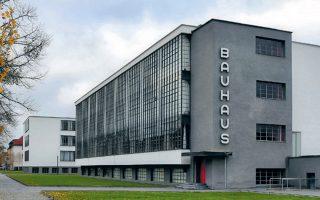 Φέτος συμπληρώνονται 100 χρόνια από τη γέννηση της σχολής του Μπάουχαους στο Ντεσάου της Γερμανίας, που επηρέασε τη μοντέρνα αισθητική του 20ού αιώνα.