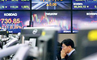 Στο «κόκκινο» έκλεισαν, χθες, οι γενικοί δείκτες των ευρωπαϊκών χρηματιστηρίων ύστερα από δημοσιεύματα κινεζικών εφημερίδων, κατά τα οποία το Πεκίνο ενδέχεται να περιορίσει την προμήθεια σπάνιων γαιών στις ΗΠΑ.