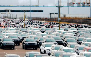 Ενας όμιλος, υπό την αιγίδα του οποίου θα συλλειτουργούν οι Fiat Chrysler και Renault σημαίνει πως θα παράγει περισσότερα από 8,7 εκατομμύρια οχήματα τον χρόνο, εξοικονομώντας από τη συνεργασία τους περί τα 5 δισ. ευρώ.