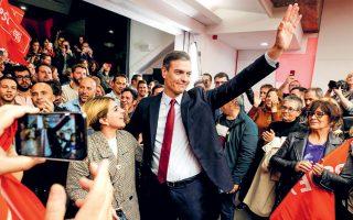 Ο Πέδρο Σάντσεθ στα γραφεία του Σοσιαλιστικού Κόμματος. Το κόμμα του ήλθε πρώτο στις εκλογές της περασμένης Κυριακής στην Ισπανία.