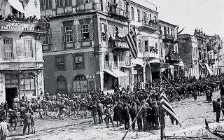 Τμήματα του ελληνικού στρατού αποβιβάζονται στην προκυμαία της Σμύρνης εις εκτέλεσιν της εντολής της Αντάντ.