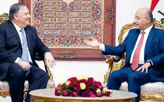 O υπουργός Εξωτερικών των ΗΠΑ, Μάικ Πομπέο (αριστερά), με τον πρόεδρο του Ιράκ, Μπαρχάμ Σαλίχ. EPA/PRESIDENCY OF THE REPUBLIC OF IRAQ