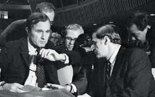 25/10/1971. Ο πρέσβης των ΗΠΑ στον ΟΗΕ Τζορτζ Μπους κατά τη συζήτηση για την αναγνώριση και την ένταξη της Κίνας του Μάο στον διεθνή οργανισμό. ASSOCIATED PRESS