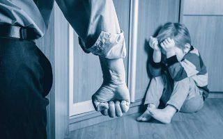 Η έγκαιρη διάγνωση μπορεί να σώσει τη ζωή των παιδιών, ιδιαίτερα των κάτω των τεσσάρων ετών που διατρέχουν μεγαλύτερο κίνδυνο θανάτου από κακοποίηση. SHUTTERSTOCK