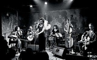 Η The Circle Orchestra είναι μια μπάντα που ξεκίνησε από το Παρίσι με Ελληνες και ξένους μουσικούς και παίζει προς το παρόν τραγούδια του Μανώλη Χιώτη.
