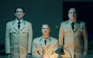 Τρεις άκαμπτοι στρατιωτικοί είναι οι κεντρικοί ήρωες στο φιλμ του Μαχμούτ Φαζίλ Κοσκούν.