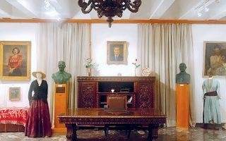 Το γραφείο του ακτινολόγου Βασιλείου Κ. Χρονόπουλου, διευθυντή στο «Σωτηρία», δωρήθηκε από τις κόρες του στην Εστία Νέας Σμύρνης.