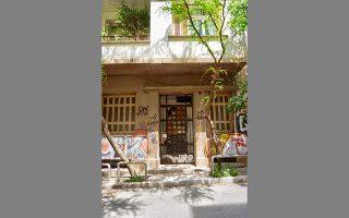 Μεσοπολεμική κατοικία στην Ερεσσού 30, στη Νεάπολη.