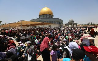 epa07615412 Muslim worshippers pray outside the Dome of the Rock at the al-Aqsa Mosque in Jerusalem during the last Friday prayers of the Muslim holy month of Ramadan, 31 May 2019. Israeli police Friday morning shot and killed a Palestinian young man following an alleged stabbing attack in Jerusalem's Old City. Muslims around the world celebrate the holy month of Ramadan by praying during the night time and abstaining from eating, drinking, and sexual acts daily between sunrise and sunset. Ramadan is the ninth month in the Islamic calendar and it is believed that the Koran's first verse was revealed during its last 10 nights.  EPA/ALAA BADARNEH