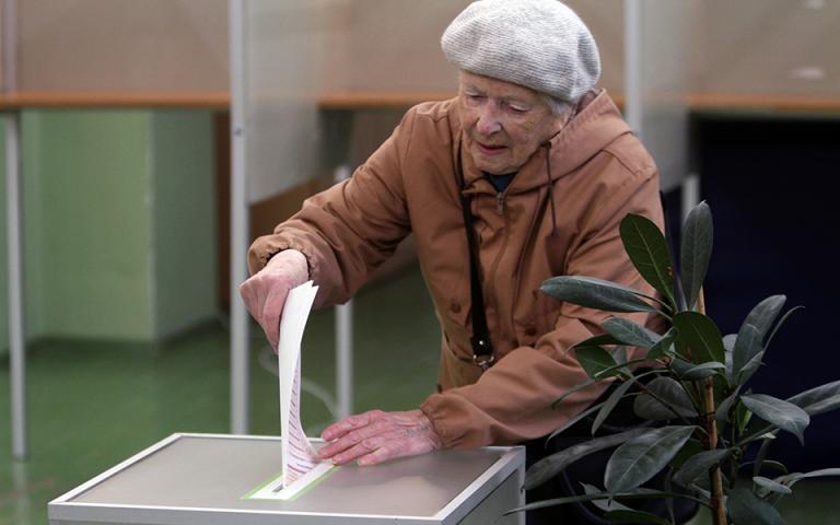 Στις κάλπες οι Λιθουανοί για να εκλέξουν νέο πρόεδρο