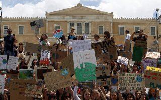 Κόσμος συμμετέχει παίρνει μέρος σε πορεία για την κλιματική αλλαγή στο κέντρο της Αθήνας , Παρασκευή 24 Μαΐου 2019. ΑΠΕ-ΜΠΕ/ΑΠΕ-ΜΠΕ/ΑΛΕΞΑΝΔΡΟΣ ΒΛΑΧΟΣ