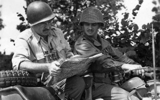 Ο Χέμινγουεϊ ήταν πολύ καλός στην αναγνώριση εδαφών και διάβαζε άνετα τους στρατιωτικούς χάρτες. Φωτογραφία από το βιβλίο του Τέρι Μορτ.