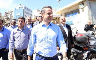 Ο πρόεδρος της Νέας Δημοκρατίας, Κυριάκος Μητσοτάκης (Κ), περπατάει στο εμπορικό κέντρο της πόλης, συνοδευόμενος απο τον υποψήφιο ευρωβουλευτή της Νέας Δημοκρατίας, Μανώλη Κεφαλογιάννη (Δ), και τον Γενικό Γραμματέα της Νέας Δημοκρατίας, Λευτέρη Αυγενάκη (2Α), κατά τη διάρκεια της επίσκεψής του στο Ηράκλειο της Κρήτης, το Σάββατο 18 Μαΐου 2019. Διήμερη περιοδεία στην Κρήτη πραγματοποιεί, από το Σάββατο 18 Μαΐου, ο πρόεδρος της Νέας Δημοκρατίας. ΑΠΕ-ΜΠΕ/ΑΠΕ-ΜΠΕ/ΝΙΚΟΣ ΧΑΛΚΙΑΔΑΚΗΣ