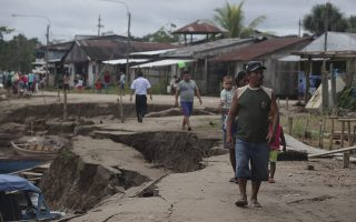 epa07604856 People walk on a damaged road after an earthquake at the Santa Gema Port in Yurimaguas, Peru, 26 May 2019. An 8.0 magnitude earthquake struck the area at 7:41 am local time. The epicenter of the was registered in the Peruvian Amazonia and was felt all over the country, as well as Ecuador, Colombia and Brazil. One person died and 17 others were injured in the earthquake.  EPA/GUADALUPE PARDO / POOL