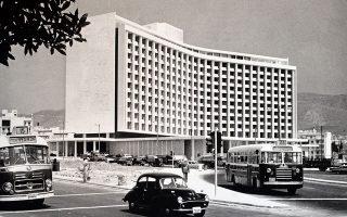 Την περίοδο που κατασκευαζόταν, το Hilton είχε διχάσει την κοινή γνώμη με την αισθητική του.