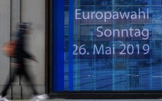epa07567507 A passer-by walks in front of a window of the European Commission Representation with an electronic screen reading 'European election Sunday, 26 May 2019' in Berlin, Germany, 13 May 2019. The European Parliament elections are held the member countries of the European Union from 23 to 26 May 2019, in Germany and Austria on 26 May 2019.  EPA/CLEMENS BILAN