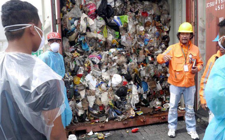 Οι Φιλιππίνες έστειλαν πίσω στον Καναδά τόνους απορριμμάτων