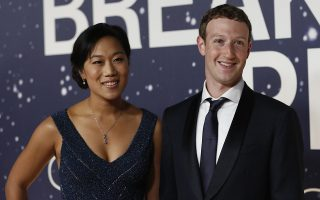 Mark Zuckerberg (R), founder and CEO of Facebook, and wife Priscilla Chan arrive on the red carpet during the 2nd annual Breakthrough Prize Award in Mountain View, California November 9, 2014. REUTERS/Stephen Lam (UNITED STATES - Tags: ENTERTAINMENT SCIENCE TECHNOLOGY BUSINESS) - RTR4DIFG