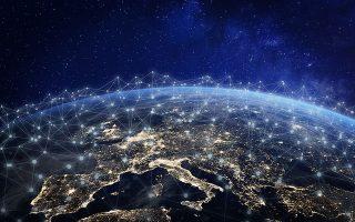 «Στην Ελλάδα, υπάρχουν δίκτυα που παράγουν τη δική τους ενέργεια, δεν παίρνουν ρεύμα από τη ΔΕΗ. Συνδέονται σε ένα τοπικό  Διαδίκτυο, το οποίο ανεβαίνει σε μια πλατφόρμα blockchain», λέει  ο κ. Κοσκινάς. SHUTTERSTOCK