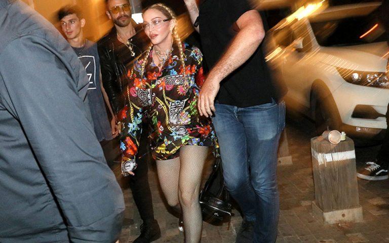 Eurovision: Βραδινή έξοδος συνοδεία σωματοφυλάκων για τη Μαντόνα στο Τελ Αβίβ