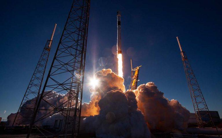 Η Space X έθεσε σε τροχιά τους πρώτους 60 δορυφόρους του δικτύου διαστημικού Ίντερνετ της Starlink