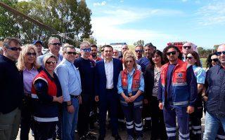 Ο πρωθυπουργός Αλέξης Τσίπρας φωτογραφίζεται με τους διασώστες τους ΕΚΑΒ κατά τη διάρκεια της επίσκεψής του στη νέα βάση Αεροδιακομιδών του ΕΚΑΒ στο αεροδρόμιο του Ακτίου, την Κυριακή 12 Μαΐου 2019.  Με την ομιλία του σε προεκλογική συγκέντρωση του ΣΥΡΙΖΑ - Προοδευτική Συμμαχία, που θα πραγματοποιηθεί το απόγευμα στο ξενοδοχείο Du Lac στα Ιωάννινα, ολοκληρώνει την διήμερη περιοδεία του στην Ήπειρο ο πρωθυπουργός Αλέξης Τσίπρας, ενώ νωρίτερα  θα εγκαινιάσει το νέο νοσοκομείο Λευκάδας. ΑΠΕ- ΜΠΕ/ΑΠΕ- ΜΠΕ/Ν. Ρούμπου