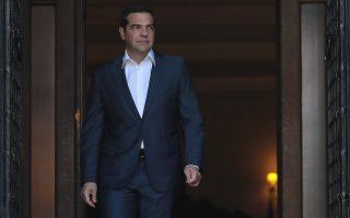 synantisi-tsipra-mparnie-stis-11-00-sto-megaro-maximoy0