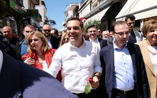 tsipras-me-ta-erga-syriza-i-arta-vgainei-apo-tin-apomonosi0