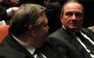 Ο πρώην Πρωθυπουργός Κώστας Καραμανλής (Δ) μιλάει με τον πρόεδρο του ΠΑΣΟΚ Ευάγγελο Βενιζέλο (Α) στην τιμητική εκδήλωση στο Μέγαρο Μουσικής καθώς συμπληρώνονται δεκαπέντε χρόνια φέτος από το θάνατο του Κωνσταντίνου Καραμανλή (1907-1998), Τετάρτη 6 Μαρτίου 2013. Την τιμητική εκδήλωση, που έγινε παρουσία του Προέδρου της Δημοκρατίας, Κάρολου Παπούλια,  άνοιξαν  ο Πρόεδρος του Μεγάρου Μουσικής Αθηνών, Ιωάννης Μάνος, και ο Πρόεδρος του Ιδρύματος «Κωνσταντίνος Γ. Καραμανλής», Πέτρος Μολυβιάτης ενώ αμέσως μετά το λόγο πήραν , ο Πρωθυπουργός, Αντώνης Σαμαράς, ο Αρχηγός της Αξιωματικής Αντιπολίτευσης και Πρόεδρος της Κ.Ο. του ΣΥΡΙΖΑ-ΕΚΜ, Αλέξης Τσίπρας, ο Πρόεδρος του ΠΑΣΟΚ, Ευάγγελος Βενιζέλος και ο Πρόεδρος της ΔΗΜΑΡ, Φώτης Κουβέλης. ΑΠΕ-ΜΠΕ/ΑΠΕ-ΜΠΕ/ΑΛΕΞΑΝΔΡΟΣ ΒΛΑΧΟΣ