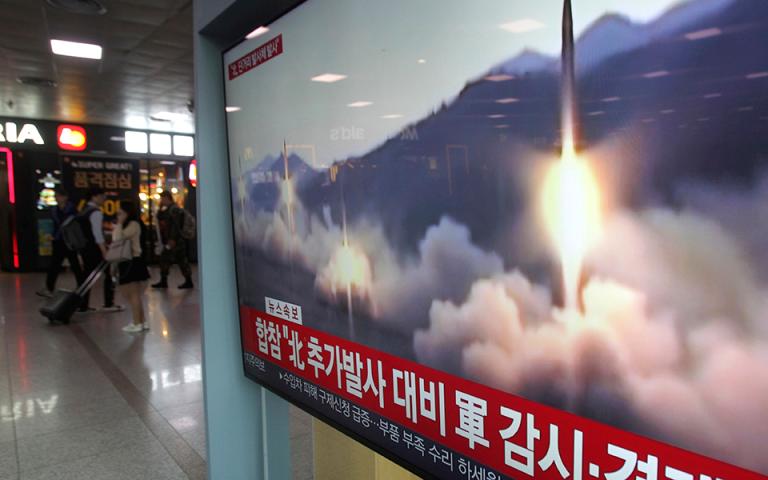 Βόρεια Κορέα: Νέες εκτοξεύσεις βλημάτων από τον Κιμ Γιονγκ-Oυν