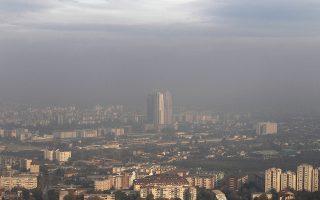 Πέπλο ρύπανσης πάνω από την πόλη των Σκοπίων.