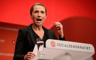 Η επικεφαλής των Δανών Σοσιαλδημοκρατών Μέτε Φρέντρικσεν, κατά τη διάρκεια ομιλίας της στην πόλη Ααλμποργκ.