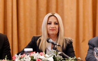 Η κ. Γεννηματά στην τοποθέτησή της, αναφερόμενη στην επιλογή του Γ. Καμίνη αντί του Ευ. Βενιζέλου, έκανε λόγο για κίνηση με «πολιτικά και όχι προσωπικά κριτήρια, η οποία θα κριθεί από τους πολίτες».