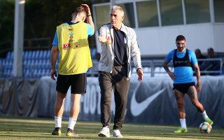 Οι συνεχείς παρατηρήσεις του Αγγελου Αναστασιάδη δεν λείπουν από τις προπονήσεις της Εθνικής, η οποία προετοιμάζεται να αντιμετωπίσει την ισχυρότερη ομάδα του ομίλου.