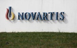 O καθηγητής Ν. Μανιαδάκης υποστηρίζει ότι από τις καταθέσεις των προστατευόμενων μαρτύρων στις αμερικανικές αρχές, που γνωρίζει, προκύπτει το συμπέρασμα ότι θα λάβουν το 10%-30% του προστίμου που θα επιβληθεί στη Novartis και συνεπώς έχουν υλικό όφελος για να καταθέσουν στην Ελλάδα.