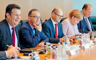Συνεδρίαση του γερμανικού υπουργικού συμβουλίου. Οι Σοσιαλδημοκράτες διστάζουν να εγκαταλείψουν τον κυβερνητικό συνασπισμό φοβούμενοι εκλογικό αφανισμό, αλλά η συμμαχία με τους Πράσινους και την Αριστερά τους παρέχει έναν άλλο πιθανό δρόμο προς την εξουσία.