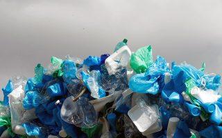 Η ρύπανση από μικροπλαστικά είναι πανταχού παρούσα και ο άνθρωπος καταναλώνει γενναίες ποσότητες από αυτά.