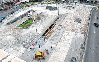 Kλειστή θα παραμείνει η Ομόνοια για όλο το καλοκαίρι, αφού στην πλατεία εκτελούνται εργασίες αποκατάστασης από τον Δήμο Αθηναίων. Ωστόσο, εγείρονται ερωτήματα για την αξία των έργων, την ίδια στιγμή που οι εργασίες γίνονται με ρυθμούς χελώνας. Οι επιχειρήσεις που είχαν επενδύσει στην αναβάθμιση της περιοχής μιλούν για αύξηση της παραβατικότητας.