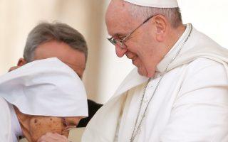 Ο Πάπας Φραγκίσκος κατά τη διάρκεια της εβδομαδιαίας συνάντησής του με πιστούς στο Βατικανό.